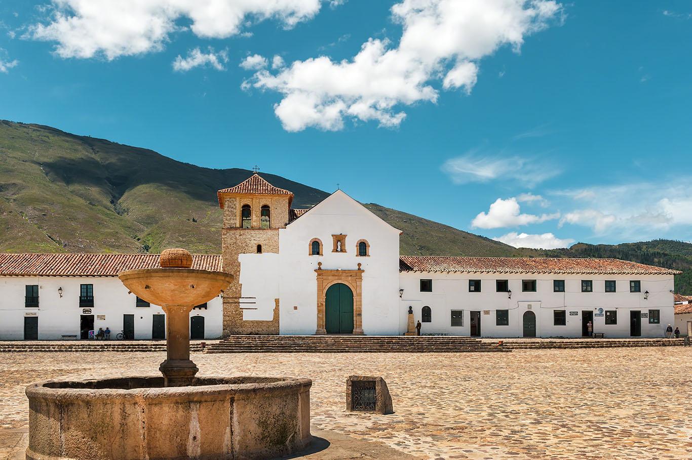 Pila de agua en la Plaza Central en Villa de Leyva, Boyacá, Col