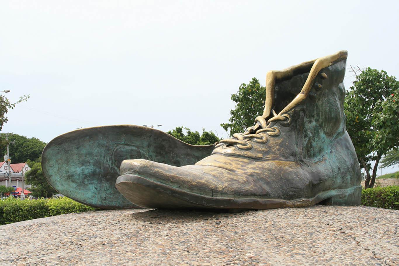 monumento zapatos viejos