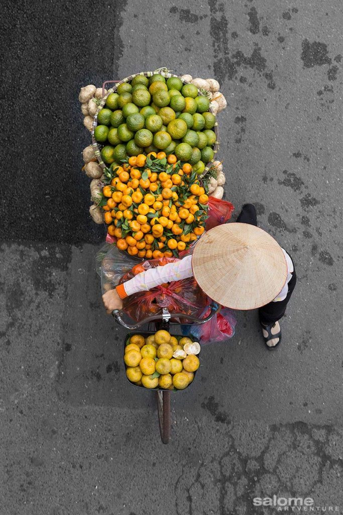 Vietnam venditore in bici