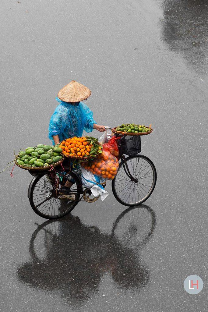 Venditori vietnamiti in bici